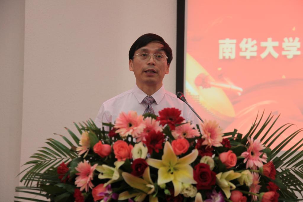 院党委书记张天成主持大会图片